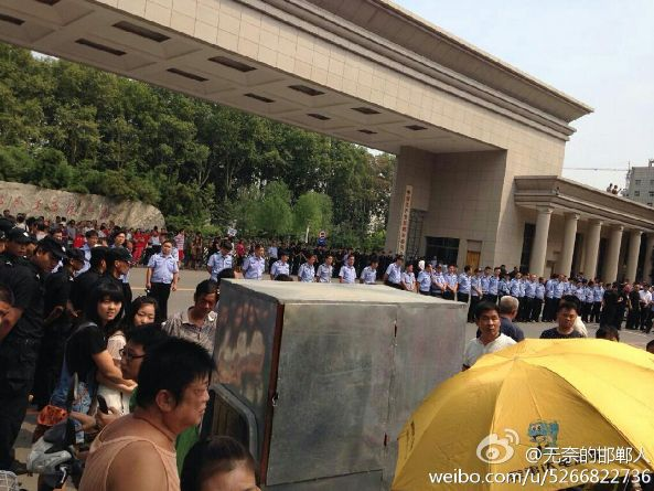 Handan China  City pictures : Collapse of real estate fund causes street riot in Hebei Province ...